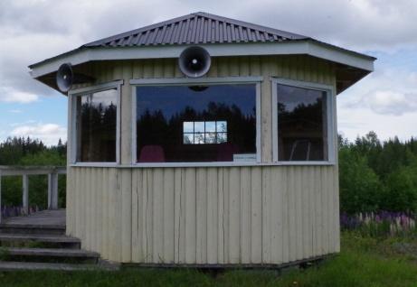 Speakerpaviljongen. Här inne håller man sig frisk. Eller hur, Agne? Foto: Pia Skogman, Lokalfotbollen.nu.