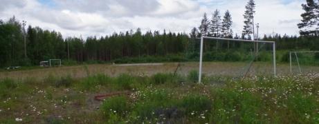 Holmvallens grusplan tillhör numera en av flera planer i distriktet som fyllt sin funktion till ända efter konstgräsets intåg i fotbollssverige. Foto: Pia Skogman, Lokalfotbollen.nu.