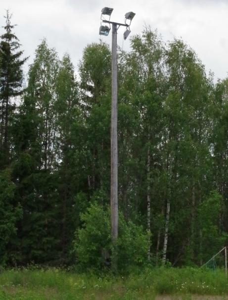 Och rejäl planbelysning finns det! Foto: Pia Skogman, Lokalfotbollen.nu.