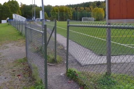 Trång entré för somliga. Dags att börja träna... Foto: Pia Skogman, Lokalfotbollen.nu.