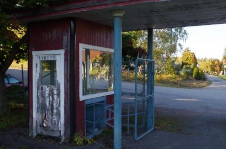 """Ena """"biljettholken"""" där numera salige Olle Malmberg satt och tog entré till matcherna. Foto: Pia Skogman, Lokalfotbollen.nu."""