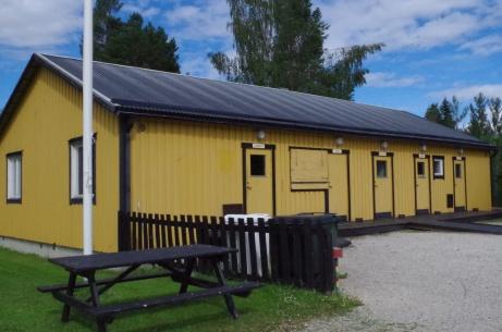 Omklädnings- och serveringsbyggnaden. Foto: Pia Skogman, Lokalfotbollen.nu.