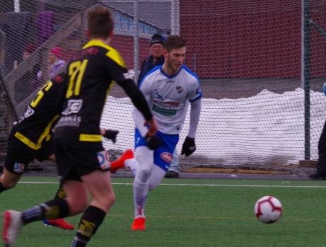 """IFK Timrås målfarlige anfallare Oskar Nordlund fick Medelpads Fotbollförbunds utmärkelse """"Årets Prestation"""" 2019 för sin skytteligavinst i division 2 Norrland i år. Foto: Pia Skogman, Lokalfotbollen.nu."""