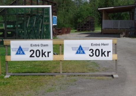 Dyrare att se herrfotboll än damdito? Men mer underhållande?. Foto: Pia Skogman, Lokalfotbollen.nu.