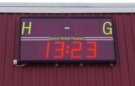 Matchurets från närmare håll, med klocka. Foto: Pia Skogman, Lokalfotbollen.nu.