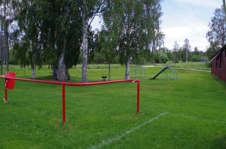 Lekplats finns för de som tycker matchen är tråkig. Foto: Pia Skogman, Lokalfotbollen.nu.