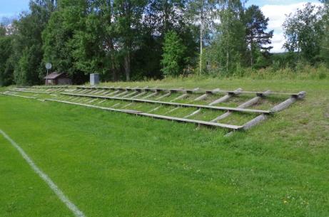Norra läktaren. Ja, planens enda. Foto: Pia Skogman, Lokalfotbollen.nu.