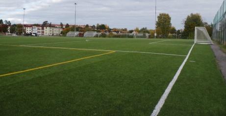 Skruva in bollen i bortre krysset? Foto: Pia Skogman, Lokalfotbollen.nu.