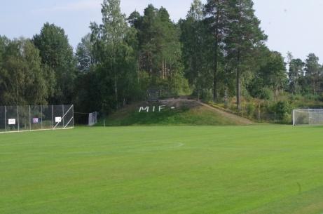 Vy mot kullen där  matchuret står numera. Foto: Pia Skogman, Lokalfotbollen.nu.