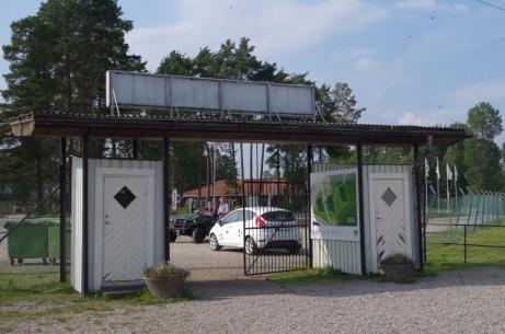 """På väg att lämna Thulevallen med spänstiga steg mot """"Fårrden"""". Foto: Pia Skogman, Lokalfotbollen.nu."""