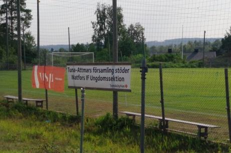 """Bakom stängslet syns """"Lilla Wembley"""". En elvamannaplan med naturgräs som används av Matfors IF:s ungdomar.  En av skådeplatserna när turneringen Lilla-VM"""" spelas. Se bild längre ner. Foto: Pia Skogman, Lokalfotbollen.nu."""