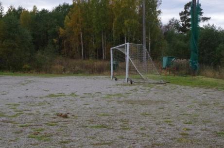 Ena målet står åtminstone nästan på sin plats på kortsidan. Foto: Pia Skogman, Lokalfotbollen.nu.