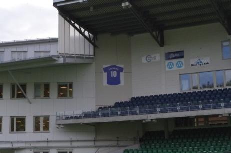 """Leif """"Lill-Foppa"""" Forsbergs tröja nr 10 hänger på sin plats. Foto: Pia Skogman, Lokalfotbollen.nu."""