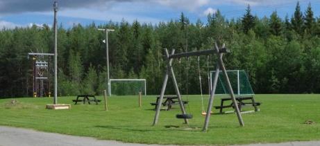 Dålig match? Inga problem, det finns en lekpark i anslutning av planen. Foto: Pia Skogman, Lokalfotbollen.nu.