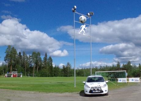 Lokalfotbollen med Fårrd och kamera på Myggvallens fotboll- & skidanläggning i Fränsta. Här råder inga tveksamheter vilka sporter som bedrivs. Foto: Pia Skogman, Lokalfotbollen.nu.