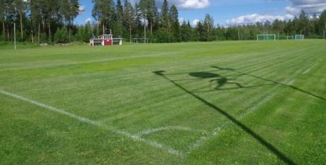 Vy över gräsrektangeln från entrén. Foto: Pia Skogman, Lokalfotbollen.nu.