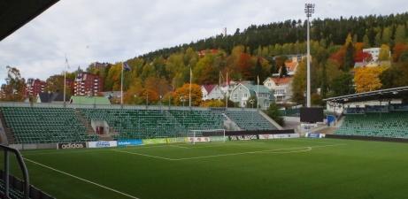 Arenan ligger vid foten av Norra Berget. Foto: Pia Skogman, Lokalfotbollen.nu.