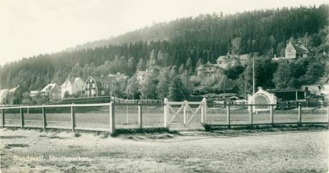 Tidig bild från Idrottsparken med musikpaviljongen. Foto: Sundsvalls museum.
