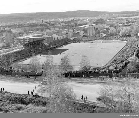 Över 16 000 bevittnade GIF Sundsvalls kvalmatch till Allsvenskan 1962 mot Högadals IS från Karlshamn. Oslagbart publikrekord när det gäller fotboll i Sundsvall?