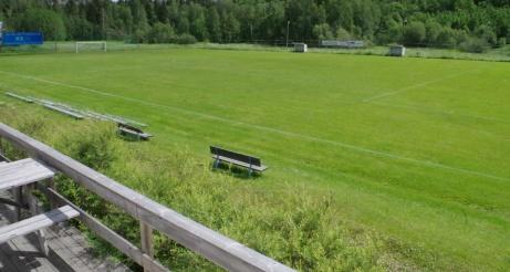 Bra utsikt från klubblokalens veranda över planen. Foto: Pia Skogman, Lokalfotbollen.nu.
