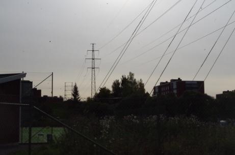 Det gäller att hålla spelet efter marken och undvika höga luftpastejer på B-planen. Foto: Pia Skogman, Lokalfotbollen.nu.