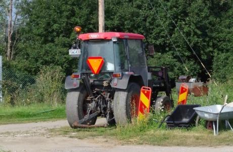 Selånger IP är utrustad med traktor. Foto: Pia Skogman, Lokalfotbollen.nu.