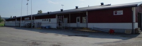 Omklädningslokal för grusplanen/bandybanan och fältet. Foto: Pia Skogman, Lokalfotbollen.nu.