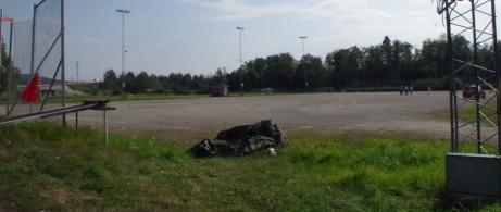Ingen fotbollsmatch på grusplanen denna soliga sommardag men däremot hade Boule-gänget aktivitet. Foto: Pia Skogman, Lokalfotbollen.nu.