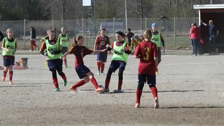 Grusplanen används numera allt mer sällan. SFK:s ungdomar bangar emellertid inte försäsongsträningen och det spelas också Selånger Gruscup varje vår på planen. Foto: Selånger FK.