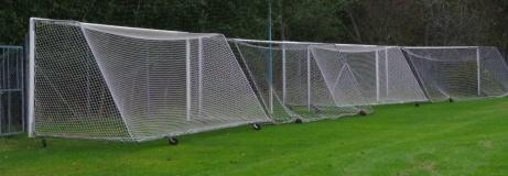Säsongen över och målburarna fastlåsta i stängslet mot skogen. Foto: Pia Skogman, Lokalfotbollen.nu.
