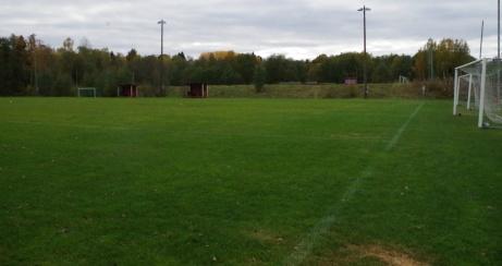 Den avslutande bilden från Släda 2 får bli längs den hitre kortändan med grusplanen i bakgrunden. Foto: Pia Skogman, Lokalfotbollen.nu.