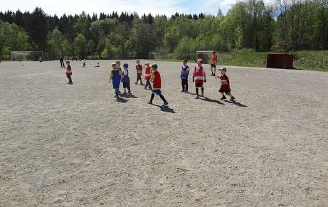 Alnö If:s P06 använde grusplanen till träning under våren 2014, Foto: Alnö IF.