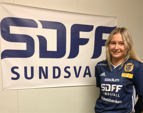 """I """"vinnarskallen"""" Ella Zetterberg har SDFF fått in en duktig mittback från Selånger."""