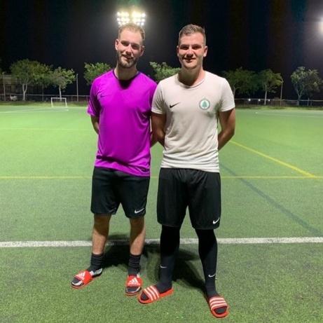 FC Norr Uniteds Ola Hagberg och Hari Halilovic är på provspel med Premier Leaguelaget Sunset FC på Caymanöarna. Hoppas bara att duon har annat på fötterna när det är dags för fotbollslirandet...