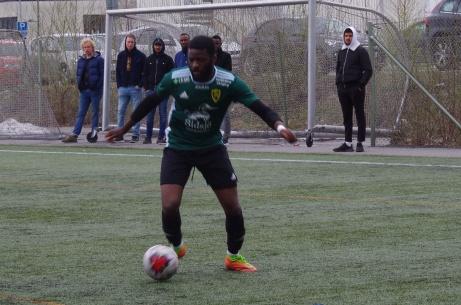 Likita  Louison gjorde två mål under den första halvleken när Sidsjö-Böle vann premiären på Westhagen mot nykomlingarna Selånger. Foto: Pia Skogman, Lokalfotbollen.nu.