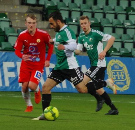Khoger Friad Hammad på offensiven. Foto: Pia Skogman, Lokalfotbollen.nu.