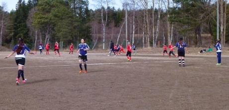 2014 var det cupspel för flickor på Stödegruset och bland annat mötte hemmalaget SDFF Plus. Foto: Privat