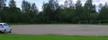 Stödes B-plan används numera bara till parkering, bilbingo samt försäsongsträning av pojk- och flicklagen innan gräsplanerna blir disponibla. Foto: Pia Skogman, Lokalfotbollen.nu.