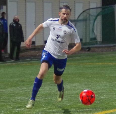 IFK Sundsvalls spelande tränare Olle Nordberg i sedvanlig pose. Foto: Pia Skogman, Lokalfotbollen.nu.