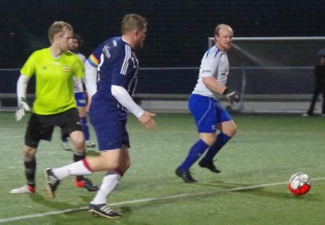 ...rundar denne men något mål blev det inte då den ena assisterande lyfte flaggan för offside. Foto: Pia Skogman, Lokalfotbollen.nu.