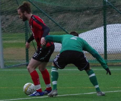 Ny duell mellan Faton Buzuku och  Markus Haldo.  Foto: Pia Skogman, Lokalfotbollen.nu.