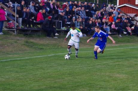 """Det brukar vara bra med publik under """"El Fantastico"""", d v s derbymatcherna mellan Lucksta och Matfors. Så även 2018. Foto: Pia Skogman, Lokalfotbollen.nu."""