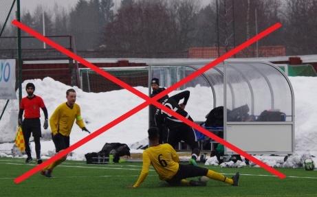 Coronaeländet fortsätter att ställa till det, inte minst för den lokala fotbollen. Medelpads Fotbollförbund skjuter nu fram matchförbudet ytterligare från den 15 april till och med 5 maj. Inget seriespel, DM, Söråker Cup eller ens träningsmatcher kommer att spelas fram till det nya datumet. Om det inte händer någonting alldeles extra på fronten. Foto: Pia Skogman, Lokalfotbollen.nu.