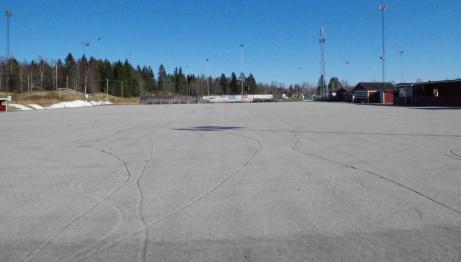 Målvaktens vy i sydlig riktning under icke bandysäsong. Foto: Pia Skogman, Lokalfotbollen.nu.
