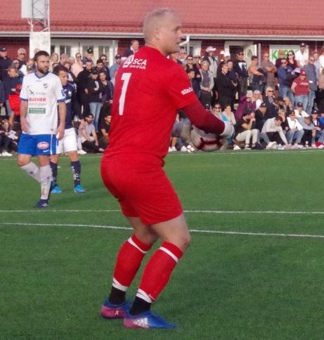Cristoffer Högbom vaktade målet i IFK Timrå ifjol och då bland annat mot allsvenska IFK Norrköping i Svenska Cupen. Nu har den 34-årige målvakten tagit ut sin  Drömelva som han spelat med genom åren. Foto: Pia Skogman, Lokalfotbollen.nu.