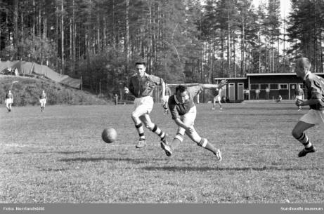 En bild från en match mellan Matfors och Ljunga på Thulevallen för många år sedam. Saknar dessvärre årtalet när den är ifrån. Foto: Norrlandsbild.