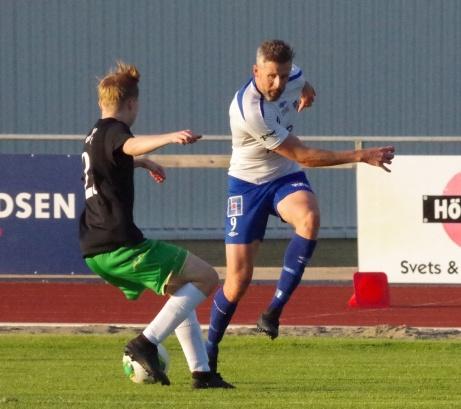 IFK Sundsvalls 37-årige anfallare Olle Nordberg har tagit ut sin Drömelva av alla de han spelat med genom åren. Olle har dock utelämnat de spelare som han numera även tränar. På bilden i full frihet uppe på Balders i en match mot Ånge ifjol . Foto: Pia Skogman, Lokalfotbollen.nu
