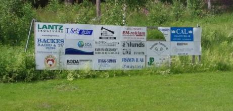 Vi valde högervarv och bakom det ena målet syns några av TIF:s sponsorer. Foto: Pia Skogman, Lokalfotbollen.nu.