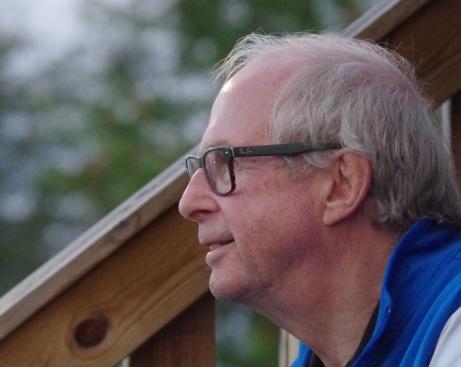 Calle Fröberg spanar efter vilka spelare han ska ta ut i sin Drömelva av alla han lirat med under sin aktiva karriär. Foto: Pia Skogman, Lokalfotbollen.nu.