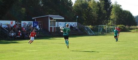 Gröna Medskogsbron tog emot Svartvik i en match i Medelpadsallsvenskan en solig dag i början av september 2013, Foto: Janne Pehrsson, Lokalfotbollen.nu.